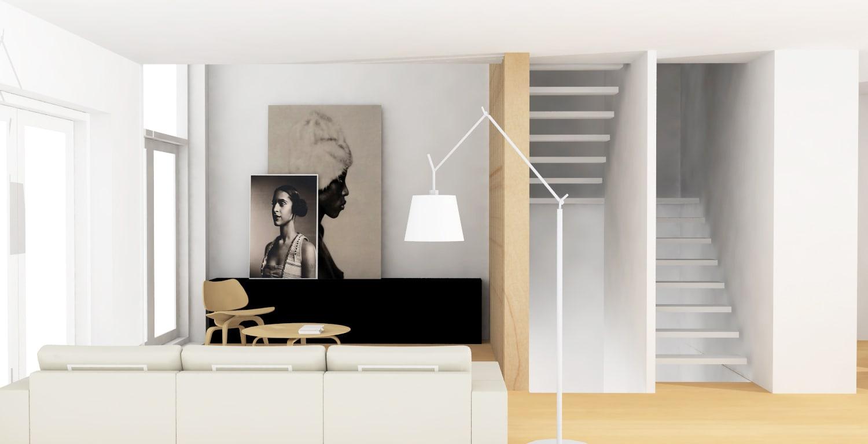 Lichte woonkamer met centrale trap