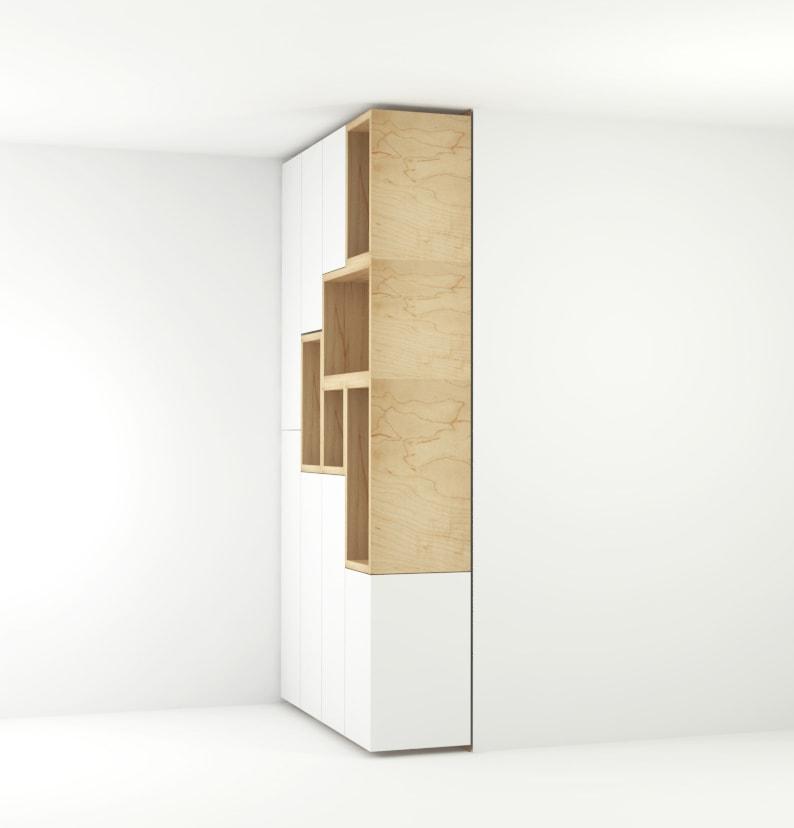 Zijaanzicht van greeploze eetkamer kast met lichte houten open vakken