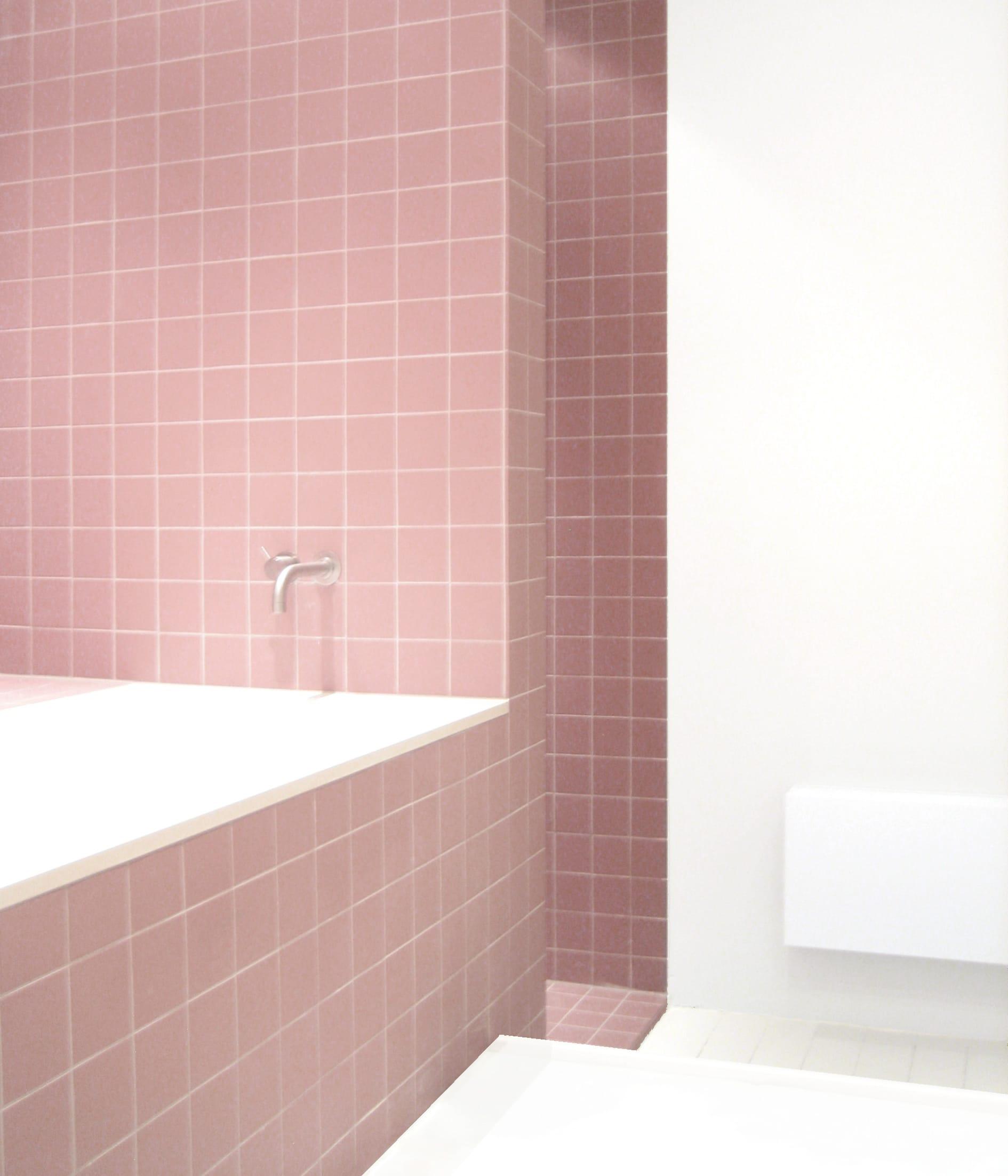 luxe bad badkamer roze tegels